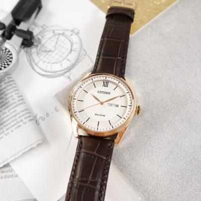 CITIZEN / 光動能 格紋 星期日期 防水 小牛皮手錶-銀白x玫瑰金框x紅褐/42mm