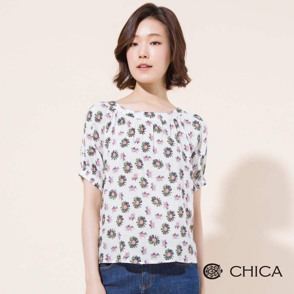 CHICA 白色記憶滿版雛菊挖肩上衣(2色)