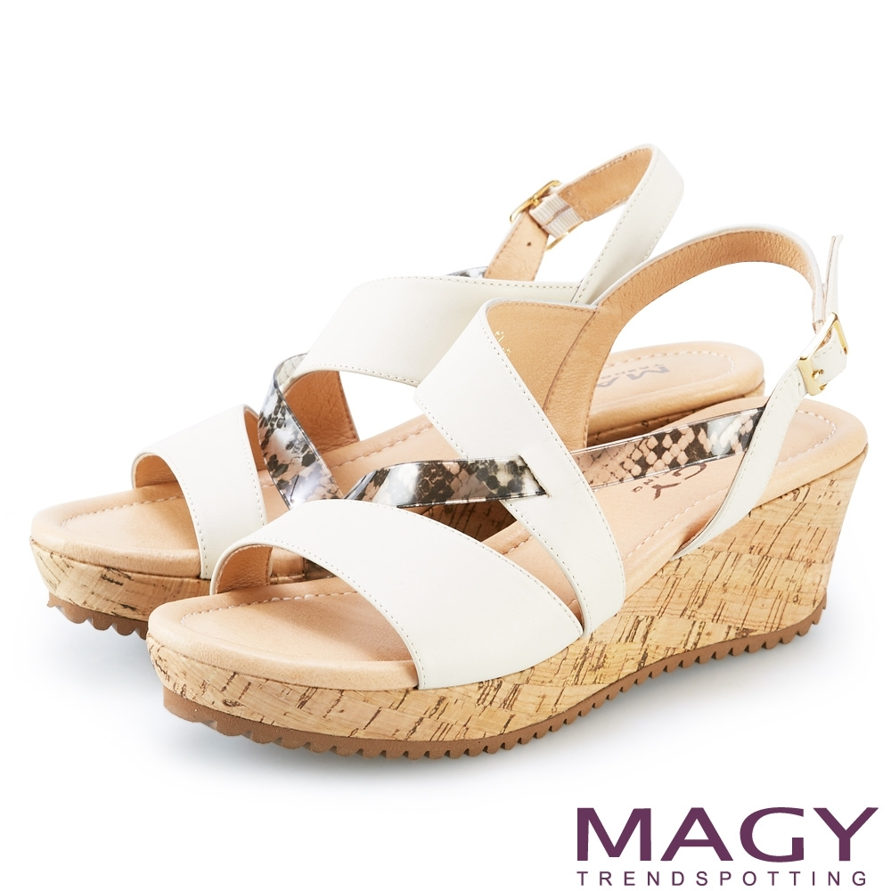 MAGY 牛皮拼接塑膠花紋楔型涼鞋 米色