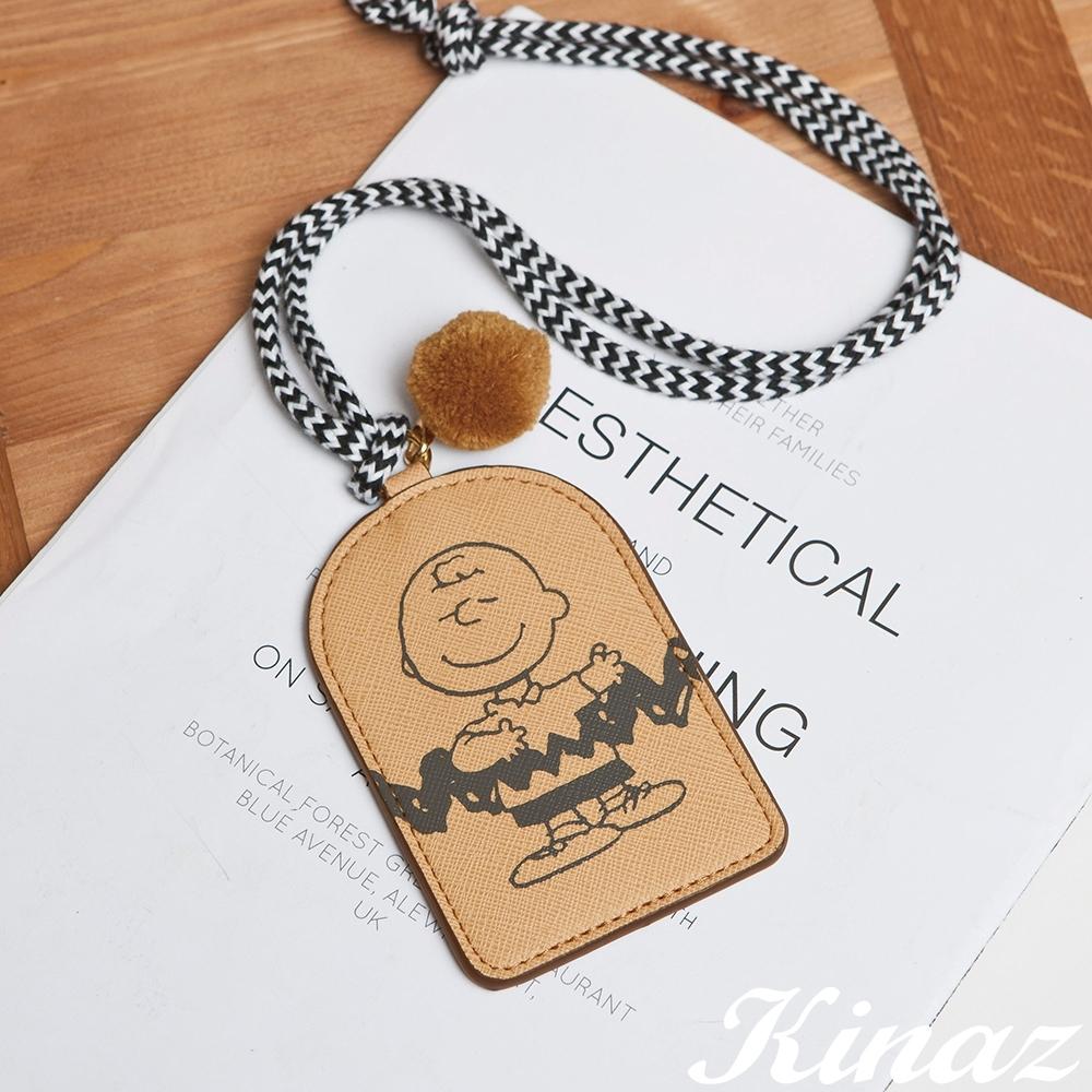 KINAZ 查理布朗聯名款 掛脖頸繩毛球證件票卡夾-微笑奶蜜黃-心動系列