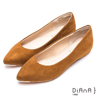 DIANA 魅力典雅—進口羊絨布尖頭平底鞋-棕