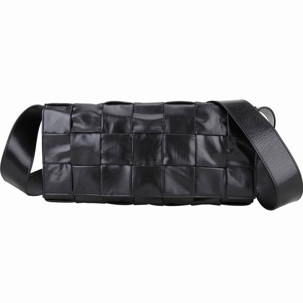 BOTTEGA VENETA Stretch Cassette 大格編織小牛皮翻蓋式斜背包(黑色)