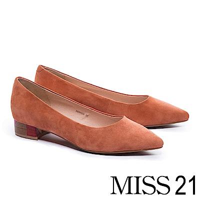 低跟鞋 MISS 21 簡約純色拼跟設計麂皮尖頭低跟鞋-粉