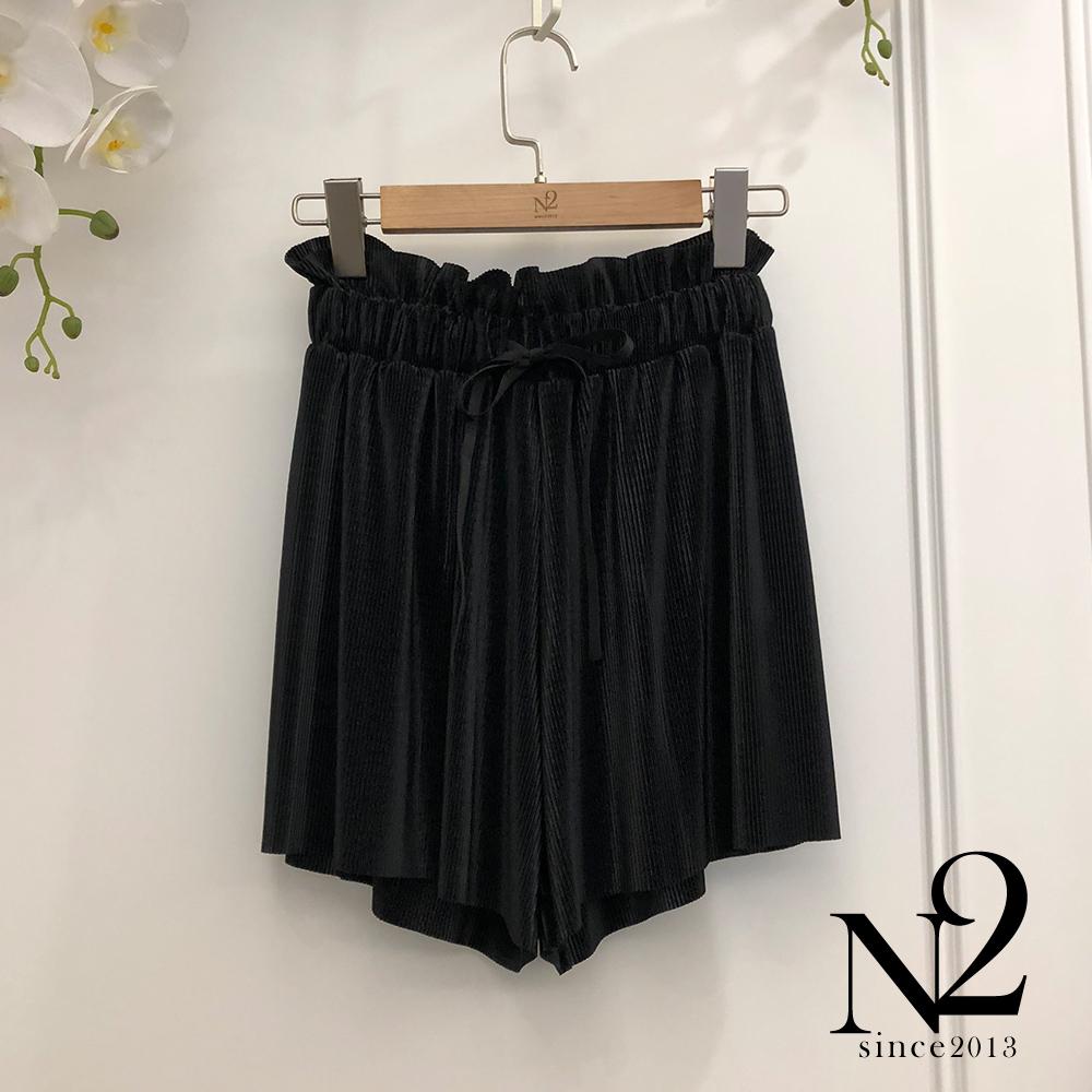 下著 正韓素面特殊光折材質百折褲裙(黑) N2