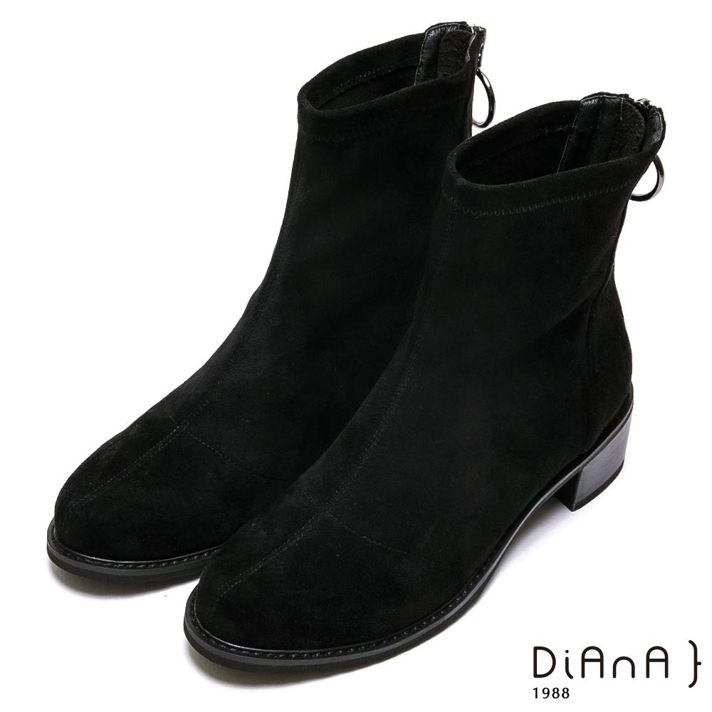 DIANA 4.5cm金屬圓環飾釦羊絨布短靴-率性獨特-黑