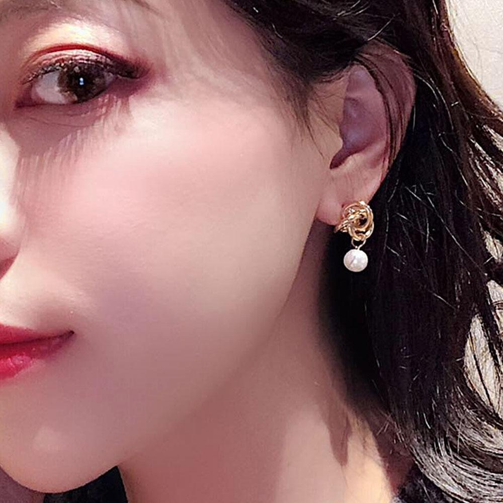【3件5折】AnnaSofia 交錯圈璇垂珠 925銀針耳針耳環(金系)