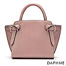 達芙妮DAPHNE-皮帶扣結飾手提側肩蝙蝠包-淺粉