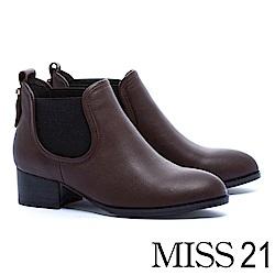 短靴 MISS 21 細緻摔紋牛皮拼接鬆緊帶設計粗跟短靴-咖