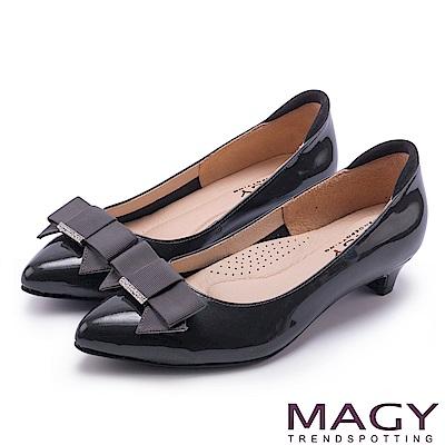 MAGY OL時髦氣場 親膚防磨牛皮蝴蝶結低跟鞋-灰色