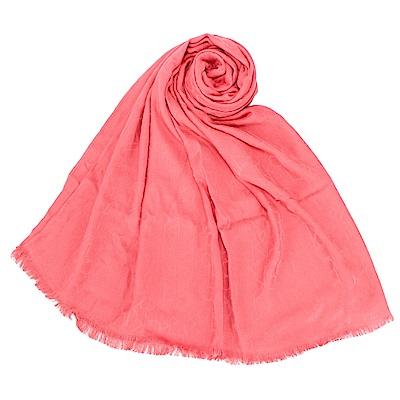 Calvin Klein CK滿版LOGO絲質寬版披肩圍巾-粉橘色