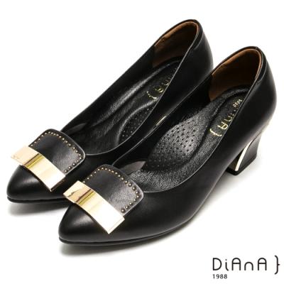 DIANA 簡約大方飾釦鉚釘尖頭跟鞋-都會時尚-黑