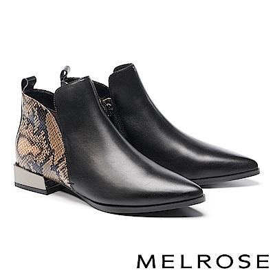 短靴 MELROSE 時髦撞色蛇紋拼接牛皮尖頭低跟短靴-黑