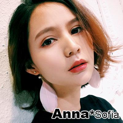 【2件399】AnnaSofia 波西米C勾珠柔羽 後掛墬耳針耳環(金系)