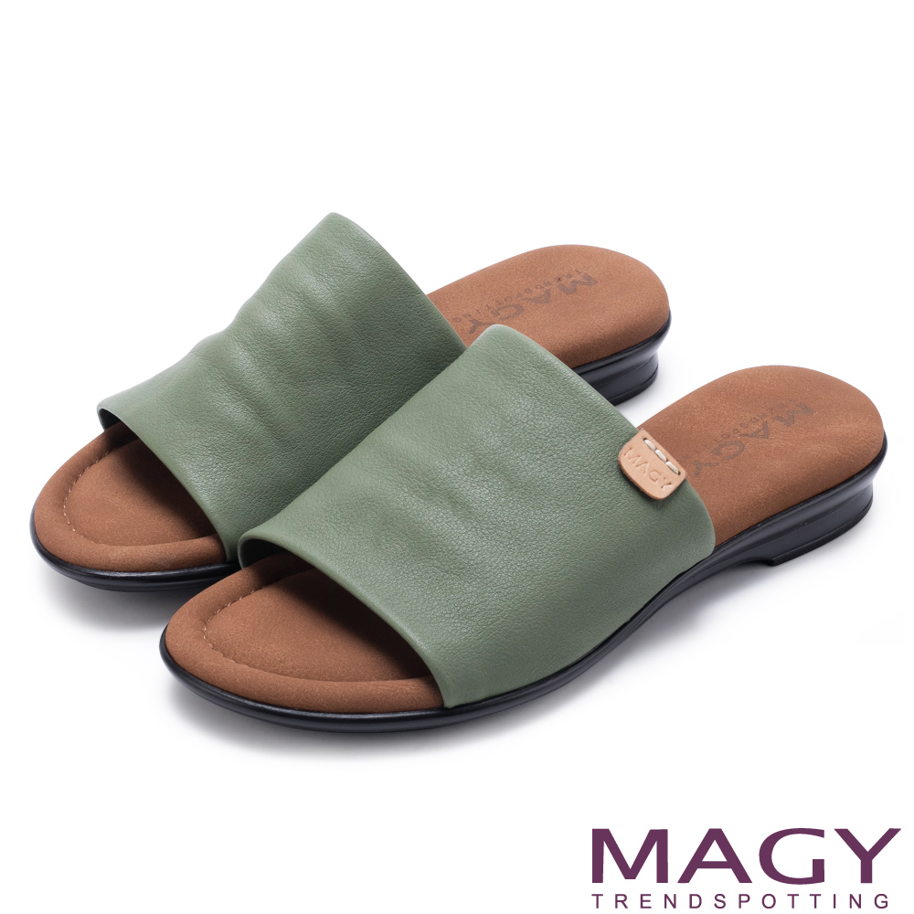 MAGY 簡約夏日 超軟皮革寬版一字平底拖鞋-綠色