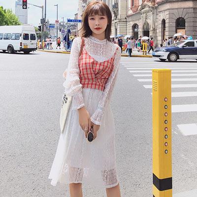 細肩格紋背心+立領雕花蕾絲洋裝兩件套 (共二色)-Kugi Girl