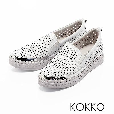 KOKKO - 潮流素面星星沖孔真皮休閒鞋-椰奶白