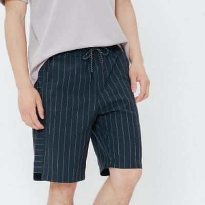 H:CONNECT 韓國品牌 男裝-側拼接條紋鬆緊短褲-藍