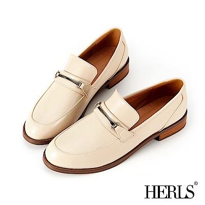 HERLS 內真皮 復古學院金屬釦低跟樂福鞋-米色