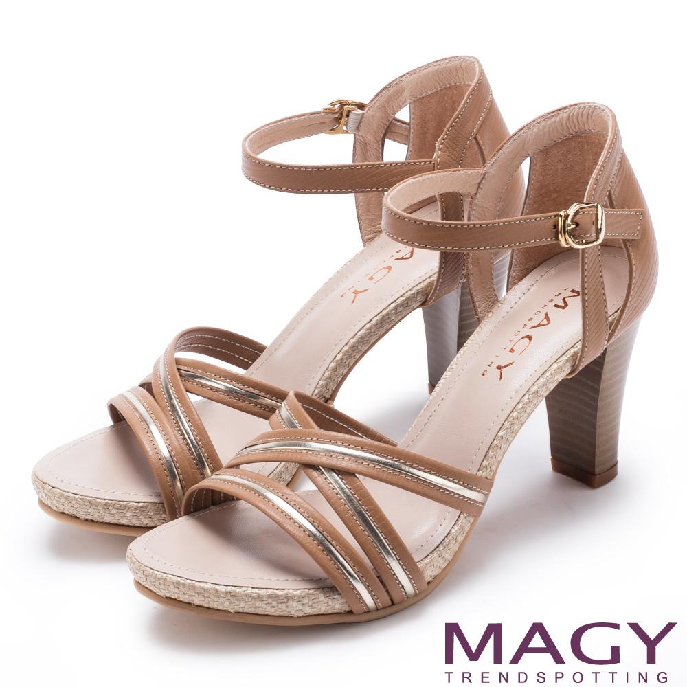 MAGY 摩登時尚 交叉皮革金屬條帶後包高跟涼鞋-棕色