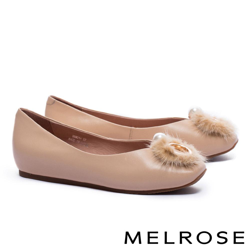 低跟鞋 MELROSE 奢華貂毛珍珠環飾牛皮楔型低跟鞋-杏