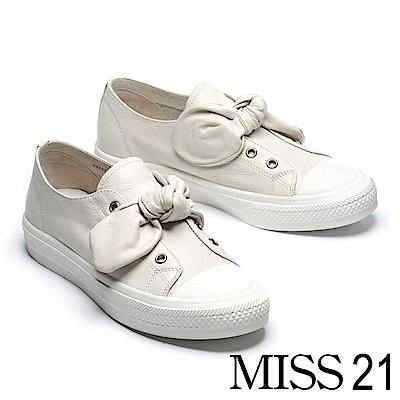 休閒鞋 MISS 21 可愛百搭蝴蝶扭結全真皮厚底休閒鞋-白