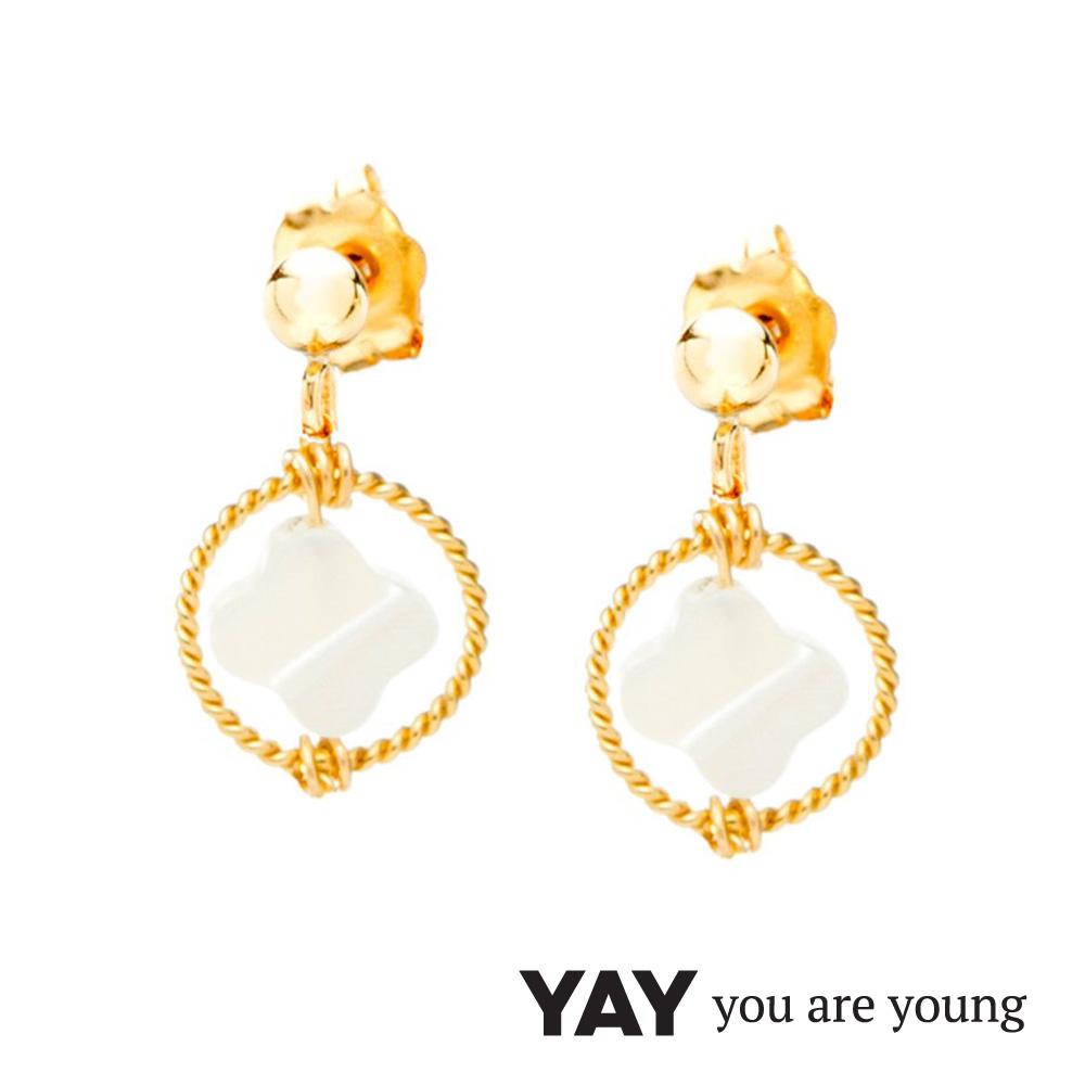 YAY You Are Young White Swan 珍珠母貝幸運草耳環 迷你款 金色