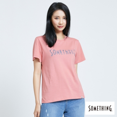 SOMETHING 靛藍花朵LOGO 短袖T恤-女-珊瑚紅