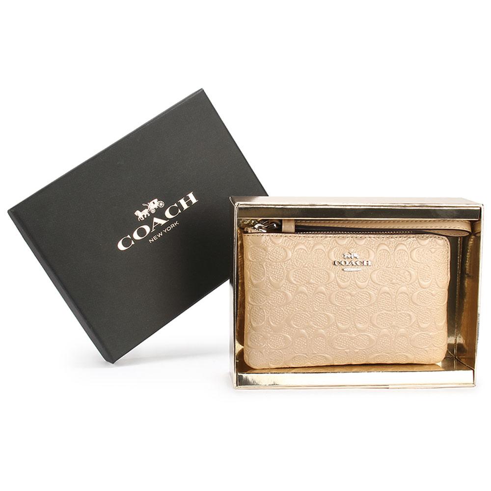 COACH 限定款經典滿版C LOGO浮雕壓紋亮漆皮革拉鍊手拿包禮盒-米白