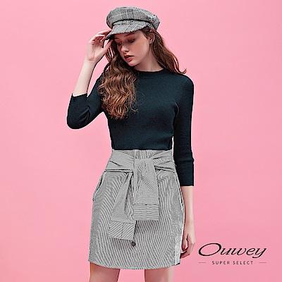 OUWEY歐薇 黑白條紋裝飾袖綁帶縫扣造型針織小立領洋裝(藍)