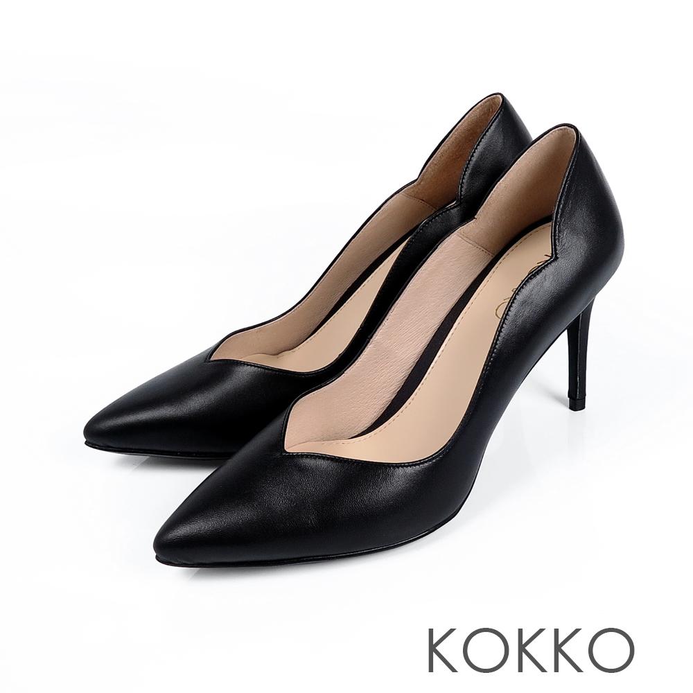 KOKKO - 華麗邂逅波浪V字領口高跟鞋-亮面黑