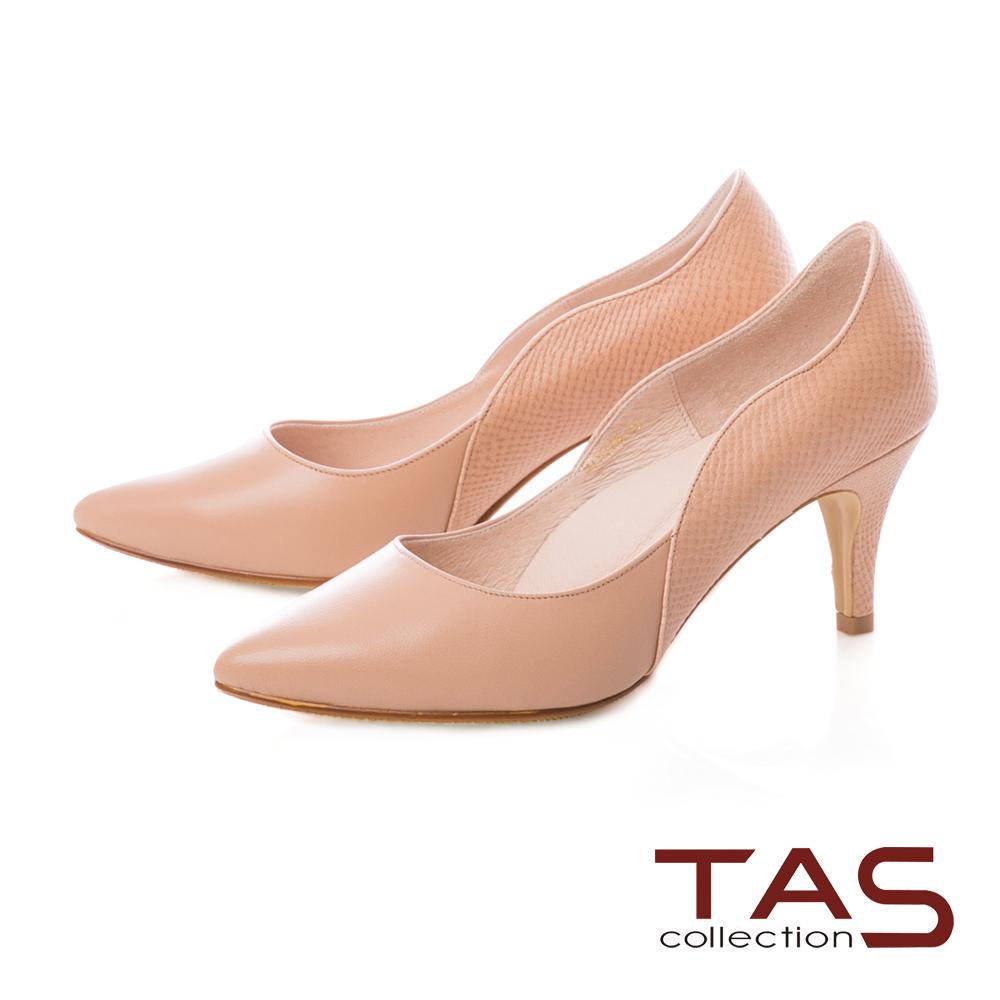 TAS 質感素面壓紋羊皮曲線高跟鞋-質感卡其