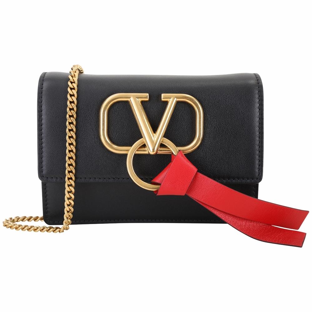 VALENTINO Vlogo 韓星款 經典V標誌牛皮鍊帶斜背包(黑色)