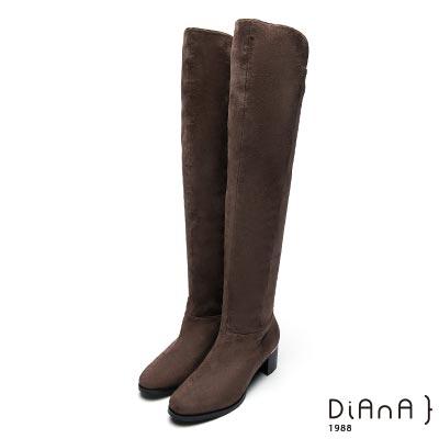 DIANA 率性線條-萊卡羊絨金屬渡跟粗跟過膝長靴-卡其