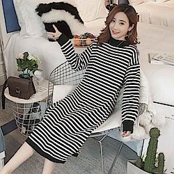 La Belleza半高領羅紋拼接黑白橫條側開叉包心紗針織長版洋裝