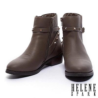 短靴 HELEN SPARK 率性時尚金屬鉚釘繫帶粗低跟短靴-可可