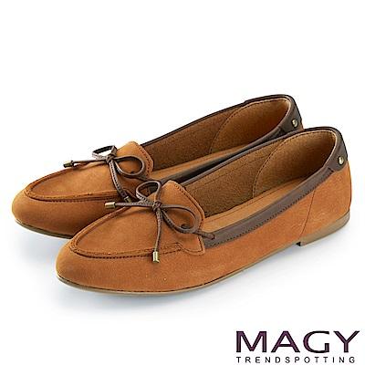 MAGY 舒適樂活 綁帶牛麂皮百搭尖頭平底鞋-棕色