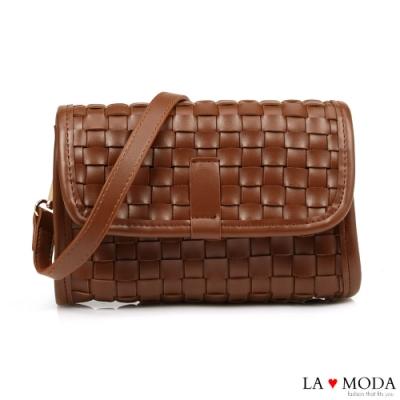La Moda 時尚零時差手工編織輕巧簡約肩背斜背小方包(咖)