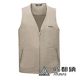 【ATUNAS 歐都納】男款休閒透氣輕量多功能多口袋型背心A-V1808M深卡其