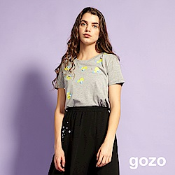 gozo 小清新印花珍珠造型上衣(淺灰)
