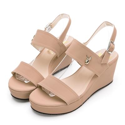 PLAYBOY 玩美小時光 一字帶楔型增高涼鞋-卡其-YD7323KI