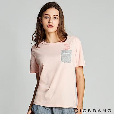 GIORDANO  女裝單邊口袋趣味印花T恤-20 薄紗粉紅