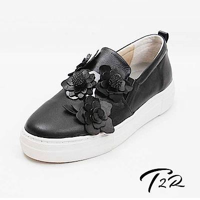【T2R】全真皮手作花朵造型懶人樂福隱形內增高鞋-增高5公分-黑