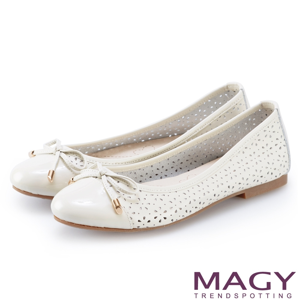 MAGY 鞋身穿孔牛皮平底娃娃鞋 白色