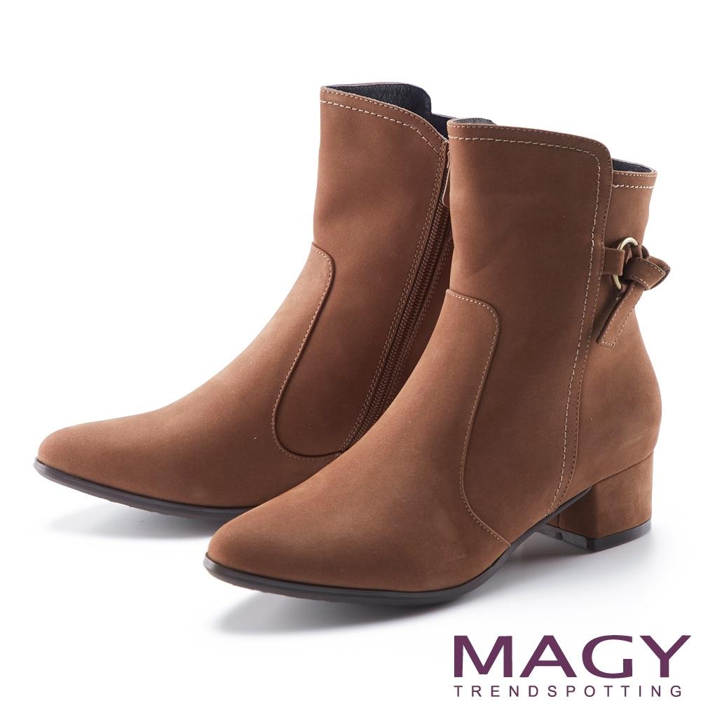 MAGY 真皮繫帶扭結釦粗跟 女 短靴 棕色