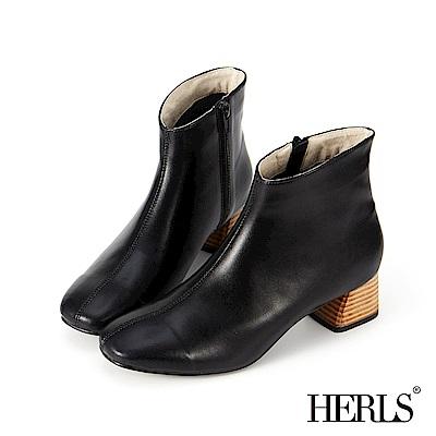 HERLS 極簡美感 縫線拼接斜口粗跟短靴-黑色