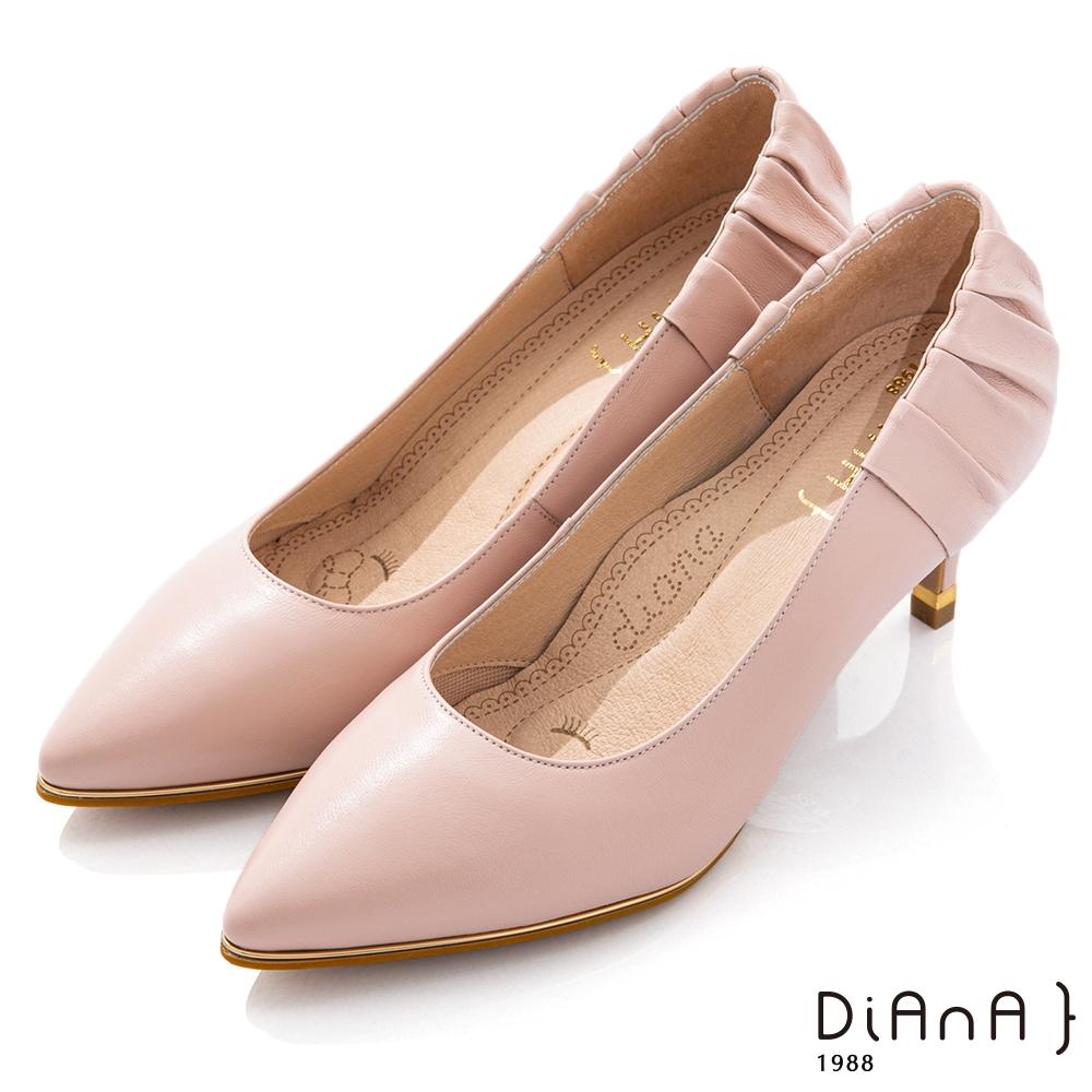 DIANA 6.5cm質感軟羊皮抓皺尖頭跟鞋-漫步雲端焦糖美人-粉