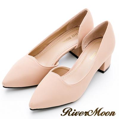 River&Moon大尺碼-首爾尖頭側挖空素面低跟鞋-裸粉膚