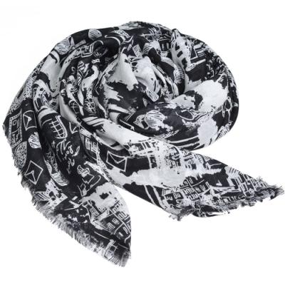 Karl Lagerfeld Paris 品牌LOGO印花圖騰流蘇造型圍巾(黑底)