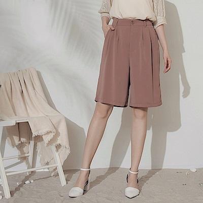 純色不易皺涼感打褶西裝五分短褲-OB大尺碼