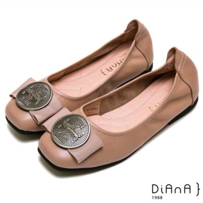 DIANA 真皮方頭金屬圓釦平底娃娃鞋-復古典雅-卡其